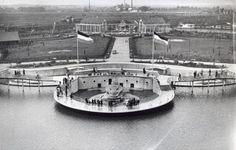 Overzicht vanaf de uitkijktoren van de nieuwe dierentuin Diergaarde Blijdorp in Rotterdam, 1940.