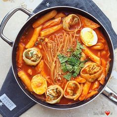 One of my favorite korean food jjolbokki food aesthetic Korean Noodles recipe South Korean Food, Korean Street Food, Asian Recipes, Real Food Recipes, Cooking Recipes, I Love Food, Good Food, Yummy Food, Healthy Food