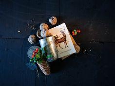 Ganz viel Schokolade steckt in diesen feinen Weihnachts-Wölkchen. Bottle Opener, Gift Wrapping, Desserts, Gifts, Cookies, Chocolate, Biscuits, Bakken, Gift Wrapping Paper