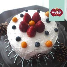 Queque con miel, frutas secas y frutos secos; con doble relleno de manjar y bañado con merengue. #blancanavidad #imelda #creaalgounico  www.imelda.pe