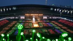 Fans Created The Most Beautiful Rainbow Ocean For EXO — Koreaboo Lightstick Exo, Park Chanyeol, Exo Concert, Ocean Wallpaper, Laptop Wallpaper, Kim Minseok, Best Kpop, Do Kyung Soo, Beautiful Ocean