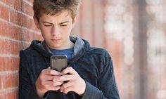 Um adolescente de 15 anos processou a própria mãe depois que esta lhe tomou o celular para que ele parasse de jogar e se concentrasse nos estudos. O caso a