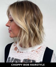 Choose this incredible choppy bob hairstyle if you need a fresh cut! Tap here to see the rest of these 49 most attractive choppy bob hairstyles for a fresh style. // Photo Credit: @johnnyramirez on Instagram Choppy Bob Hairstyles, Latest Hairstyles, Pretty Hairstyles, Easy Hairstyles, Choppy Cut, Textured Bob, Cut And Style, Shoulder Length, Bob Cut