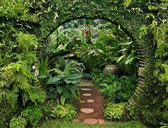 Mary Reynold's Gold winning Garden at Chelsea Flower Show 2002.www.maryreynoldsdesigns.com