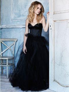 """""""Caleb se quedó con la cara pasmada. El traje negro de Hailey era hermoso. Ella era hermosa. Su peinado revolucionaba cualquier concepto de belleza que él había presenciado en sus 19 años de vida. La vio dar un paso por atrás del escenario y sintió el impulso de ir tras ella para abrazarla, besarla, y darle ánimos.Pero no podía, nunca podría hacerlo de nuevo."""""""