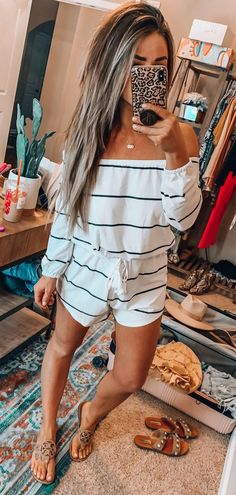 white and black off-shoulder long-sleeved dress - outfi. - - white and black off-shoulder long-sleeved dress - outfits , white and black off-shoulder long-sleeved dress . Trendy Outfits, Fashion Outfits, Fashion Trends, Fashion Bloggers, Style Fashion, Birthday Outfit For Women, Black Off Shoulder, Mom Style, Hair Style