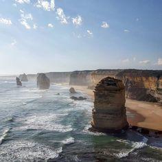 Los 12 apóstoles (Great Ocean Road) #greatoceanroad #australia #roadtrip #holidays #12apostles by alain.m.a