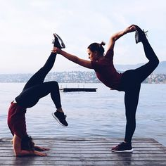 Ashtanga Yoga And Its Features Explained Ashtanga Yoga, Vinyasa Yoga, Yoga Poses For Two, Yoga Poses For Beginners, Partner Yoga, Yoga Inspiration, Yoga Fitness, Photo Yoga, Yoga Nature