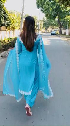 Party Wear Indian Dresses, Pakistani Dresses Casual, Designer Party Wear Dresses, Kurti Designs Party Wear, Dress Indian Style, Indian Fashion Dresses, Pakistani Dress Design, Indian Designer Outfits, Beautiful Dress Designs