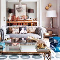 Vivida y bella, para ser disfrutada y compartida. Con estas premisas, la interiorista Belén Ferrándiz primó en esta vivienda madrileña los espacios comunes y los ambientes cálidos y tranquilos. Esos...