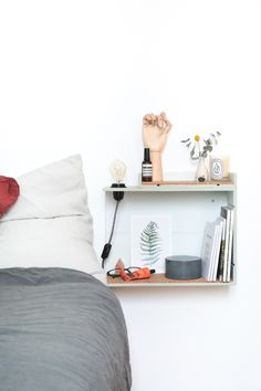 Retrouvez notre DIY table de chevet lumineuse en partenariat avec Le Bon Coin, créez facilement une table de chevet design à partir d'une caisse en bois