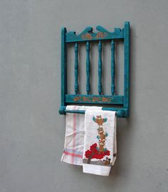 Old Chairs, Vintage Chairs, Folding Chairs, Dining Chairs, Furniture Makeover, Diy Furniture, Refinished Chairs, Rustic Towel Rack, Scarf Rack