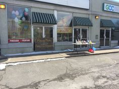 Storeftont, Easter Day Store Fronts, Easter, Outdoor Decor, Home Decor, Homemade Home Decor, Easter Activities, Interior Design, Home Interiors, Decoration Home