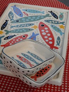 les sardines ( Atelier polkadot ceramics) Ceramic Clay, Ceramic Painting, Ceramic Plates, Ceramic Pottery, Pottery Art, Pottery Painting Designs, Pottery Designs, Clay Projects, Clay Crafts
