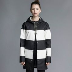 Find black and white raincoat at Raincoat for Women. Shop ultimate collection of black and white raincoats for women and enjoy in beautiful fashion design. North Face Rain Jacket, Singing In The Rain, Hooded Raincoat, Raincoats For Women, Marimekko, Black N White, Rain Wear, Windbreaker, Jackets