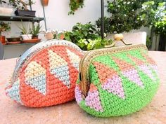 Cojín Tapestry Crochet - How to learn tapestry crochet Love Crochet, Crochet Motif, Crochet Patterns, Crochet Coin Purse, Crochet Purses, Mochila Crochet, Coin Purse Tutorial, Pouch Tutorial, Bag Patterns To Sew