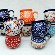 Polish Pottery mugs // Pools Aardewerk, Bunzlau Pottery Mugs, Ceramic Pottery, Keramik Design, Pottery Painting, Ceramic Painting, Cute Mugs, Polish Pottery, Ceramic Clay, Oeuvre D'art