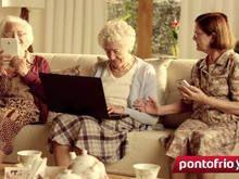 """Velhinhas """"nerds"""" estrelam campanha do Pontofrio - http://marketinggoogle.com.br/2014/04/28/velhinhas-nerds-estrelam-campanha-do-pontofrio/"""