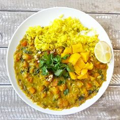 S U N S H I N E C U R R Y ☀Red lentil masala curry with yellow turmeric, cashew and coconut rice, lemon, coriander and fresh mango. Masala Curry, Vegan Meal Plans, Nutrition Articles, Coconut Rice, Flexible Dieting, Coriander, Lentils, Dairy Free, Vegan Recipes