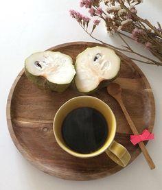 Morning around here start with a fresh coffee and a Big anona . Have a wonderful Sunday! • #mymonthofsundays #omeucafédamanha  #morningslikethese  14.2.16