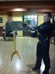 una levitacion para nuestro show de espiritismo.