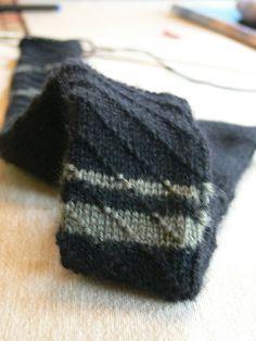 Angelus Knit Tie pattern by Joseph Lavy Knitting Projects, Crochet Projects, Knitting Patterns, Tie Pattern, Retro Men, Knit Tie, Sewing Crafts, Knitted Hats, Knit Crochet