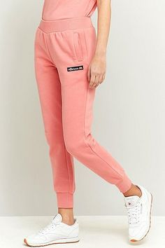 ¡Cómpralo ya!. Ellesse Santra Pink Joggers - Womens L. Cosy-cool joggers in pink from Italian sportswear brand, Ellesse. Finished in a relaxed-slim fit with sleek banding at the waist and ankles. Finished with side slit pockets and a small brand label at the left thigh. Perfect for lazy mornings at home or brunch dates with your besties.      THINGS TO KNOW:   - Mixed fibres   - Machine wash      SIZE & FIT:   - Model wears: Small   - Model height: 176.5cm/5'9.5 , pantalónjogger, joggers…