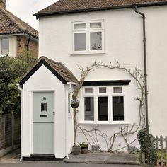 Cute cottage with painted front door. This is what I want the front to look like eventually Cottage Front Doors, Cottage Porch, Cute Cottage, Cottage Exterior, House Paint Exterior, Cottage Style, Cottage Windows, Urban Cottage, Exterior Homes