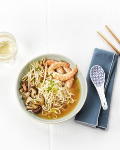Japanse garnalensoep met sojascheuten en shiitake