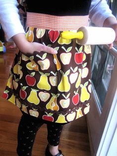 Lined Apron Tutorial -- I can almost make these with my eyes closed now but this is the absolute best tutorial I have seen yet if you want to get started!!  Very easy and quick!!