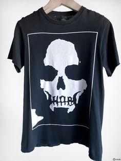 Skull T-shirt. Perfect for that dress down date. Cute Tshirts, Tee Shirts, Dark Fashion, Mens Fashion, T Shirt Time, Future Fashion, Well Dressed Men, Personalized T Shirts, Custom T