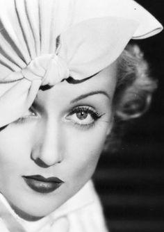 1934 Carole Lombard, in Lilly Daché Cloche hat