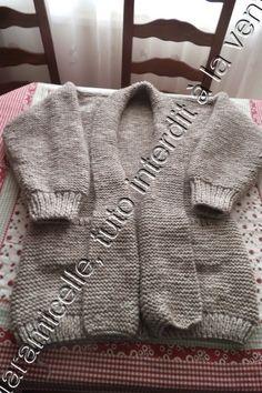 Je ne pensais pas vous le donner , mais on m'a réclamé le tuto de la veste que j'ai faite en décembre dernier ICI je vous donne donc la photo du patron que je me fais quand je tricote pour un humain; TUTO TOUR DE POITRINE 85 CM MATERIEL laine à tricoter... Knitting Wool, Free Knitting, Garter Stitch, Baby Knitting Patterns, Pullover, Couture, How To Make, Jackets, Point Mousse