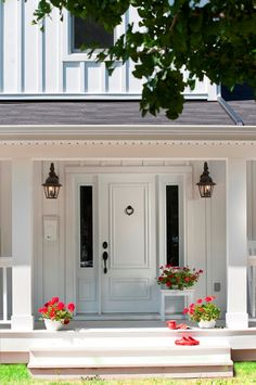 Front Door. Front Door Paint Color. Front Door Decorating Ideas. #FrontDoor #FrontEntry Hierarchy Development & Design.