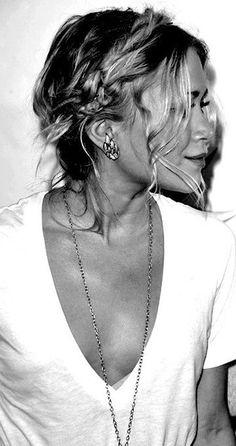 Braided updo, soft braid and curls, white v-neck tee, Mary Kate Olsen, Ashley Olsen (I have no clue which twin is which! Quick Hairstyles, Pretty Hairstyles, Braided Hairstyles, Braided Updo, Boho Braid, Style Hairstyle, Looks Style, My Style, Simple Style