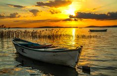 Photo Sunset on Apolyont by Alperen Arıcan on Beautiful Sky, Beautiful Landscapes, Beautiful Pictures, Amazing Photography, Landscape Photography, Nature Photography, Boat Art, Boat Painting, Amazing Sunsets