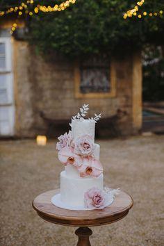 Destination Wedding Event Planning Ideas and Tips Wedding Reception Tables, Marquee Wedding, Wedding Events, Wedding Ideas, Garden Party Wedding, Indoor Wedding, Cake Trends 2018, Byron Bay Weddings, Fashion Cakes