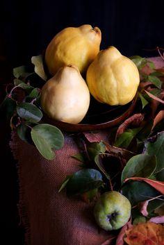 Codonys.  Quinces Onion, Pear, Vegetables, Fruit, Food, Onions, Essen, Vegetable Recipes, Meals