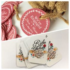 Recently I did 2 types of Garden Theme Gift Tags for two wedding occasion.  First is a rounded rectangle gift tag that's vintage looking. Adore the roses and bricks background, can you spot the tiny key?  Second is a classic round gift tag with pink and leaves wreath. I love the simplicity of this design.
