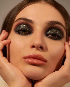 41 trendy makeup looks dark skin Highlighter Makeup, Lip Makeup, Makeup Eyeshadow, Makeup Brushes, Makeup Eyebrows, Eyeshadow Brushes, Makeup Remover, 1980 Makeup, Concealer