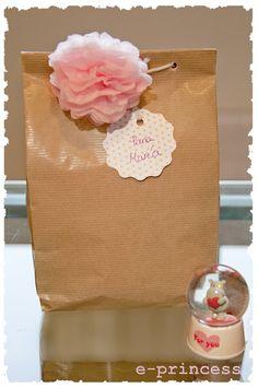 Cosas de princesas: DIY Bolsa de papel para regalos caseros Ideas Para Fiestas, Luau Party, Craft Gifts, Gift Bags, Wraps, Gift Wrapping, Packaging, Diy Crafts, Christmas