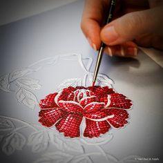 Craftsmanship of the Pivoine Mystérieuse necklace, Palais de la chance™ collection Design of Van Cleef