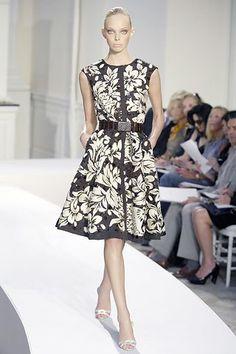 Oscar de la Renta Spring 2008 Ready-to-Wear Fashion Show - Tanya Dziahileva