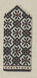 Ravelry: Latvian mitten 3 pattern by Ieva Upeniece Knitted Mittens Pattern, Crochet Mittens, Knitted Gloves, Cute Crochet, Knitting Socks, Knit Crochet, Knitting Patterns, Knitting Projects, Sewing Projects