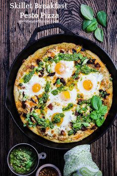Breakfast Pesto Pizza - Give it Some Thyme Skillet Breakfast Pesto Pizza – A deep-dish style skillet pizza topped with gooey eggs, creamy jack cheese, chorizo, sun-dried tomatoes, and spinach walnut pesto! Healthy Breakfast Recipes, Brunch Recipes, Vegetarian Recipes, Healthy Recipes, Brunch Ideas, Thyme Recipes, Egg Recipes, Mexican Recipes, Pizza Recipes