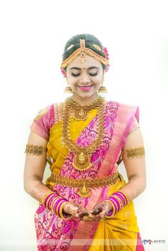 The bride wore a stunning Sari from Hari Silks, Kanchipuram. Pc-Mystic photography www.shopzters.com