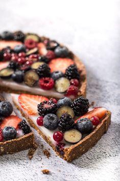 Cómo preparar una tarta de frutos rojos vegana y sin gluten Vegan Sweets, Healthy Sweets, Vegan Desserts, Vegan Food, Veggie Recipes, Healthy Recipes, Vegan Pastries, Vegan Baking, Sin Gluten