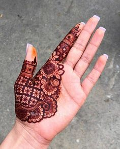 Palm Mehndi Design, Rose Mehndi Designs, Henna Designs Feet, Legs Mehndi Design, Stylish Mehndi Designs, Mehndi Designs For Beginners, Mehndi Designs For Girls, Mehndi Design Photos, Wedding Mehndi Designs