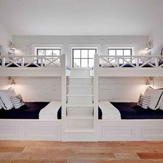 White Built In Bunk Beds with Navy Bedding Literas blancas incorporadas con ropa de cama azul marino Bunk Bed Rooms, Bunk Beds Built In, Modern Bunk Beds, Bunk Beds With Stairs, Kids Bunk Beds, Cool Bunk Beds, Unique Bunk Beds, White Bunk Beds, Build In Bunk Beds