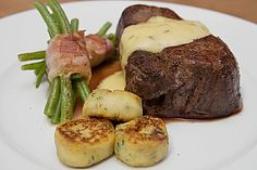 Chateaubriand mit Speck-Bohnen, Macaire – Kartoffeln und Sauce Béarnaise Chateaubriand con tocino, papas macaire y salsa bearnesa Chicken Sauce Recipes, Sauce For Chicken, Pork Recipes, Gourmet Recipes, Pasta Recipes, Sandwich Recipes, Easter Dinner Recipes, Healthy Dinner Recipes, Meat Recipes